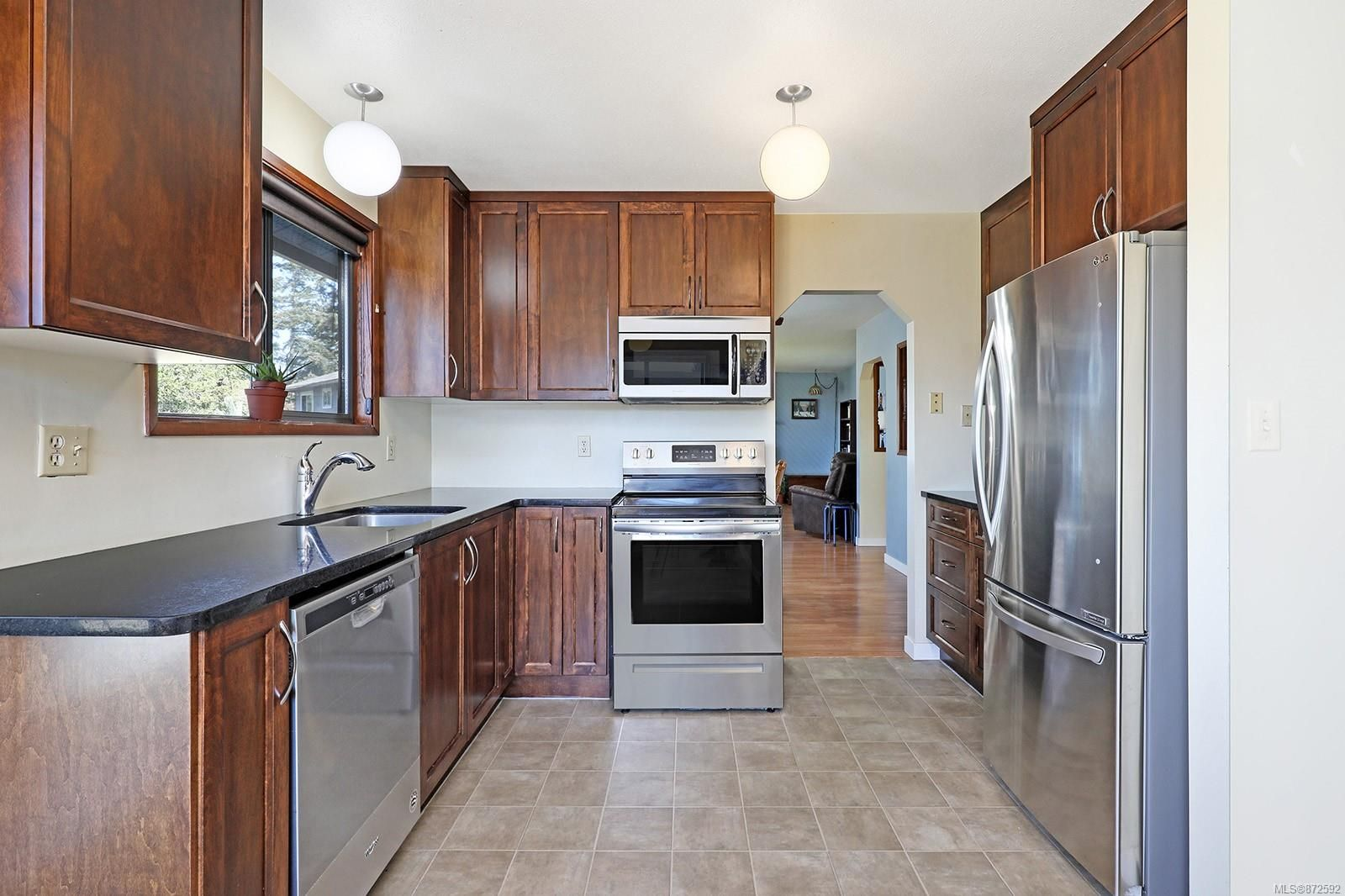 Photo 11: Photos: 1626 Valley Cres in : CV Courtenay East House for sale (Comox Valley)  : MLS®# 872592