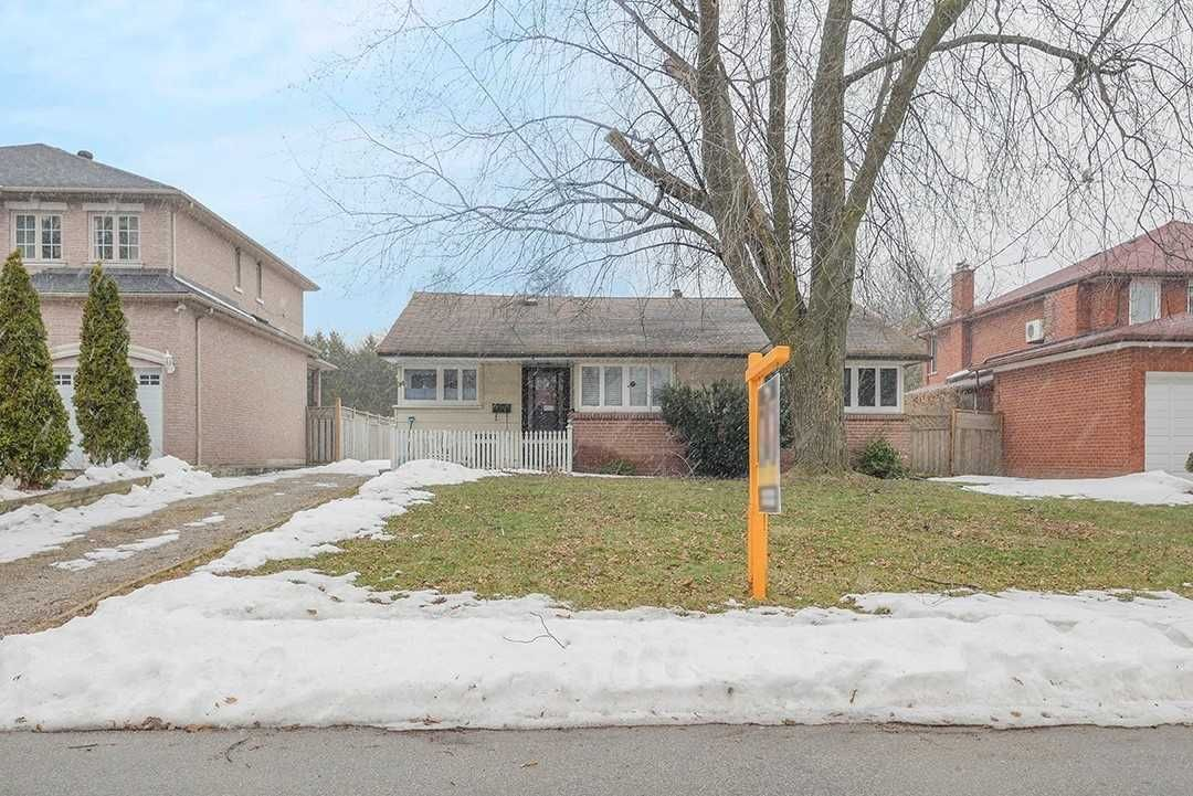 Main Photo: 34 Murray Avenue in Toronto: Agincourt South-Malvern West House (Bungalow) for sale (Toronto E07)  : MLS®# E4710242