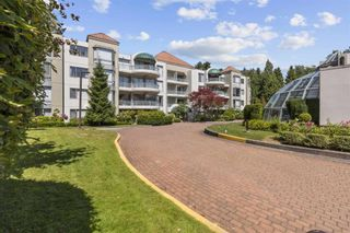 """Photo 1: 408 1745 MARTIN Drive in Surrey: Sunnyside Park Surrey Condo for sale in """"Southwynd"""" (South Surrey White Rock)  : MLS®# R2604162"""