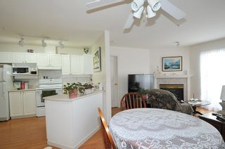 "Photo 4: 404 1618 GRANT Avenue in Port Coquitlam: Glenwood PQ Condo for sale in ""WEDGEWOOD MANOR"" : MLS®# R2356755"