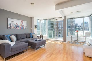 "Photo 1: 1103 550 TAYLOR Street in Vancouver: Downtown VW Condo for sale in ""The Taylor"" (Vancouver West)  : MLS®# R2369050"