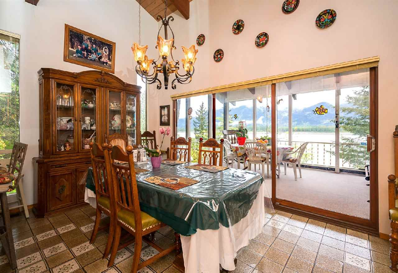 """Photo 7: Photos: 42831 OLD ORCHARD Road in Chilliwack: Chilliwack Mountain House for sale in """"CHILLIWACK MOUNTAIN"""" : MLS®# R2202760"""