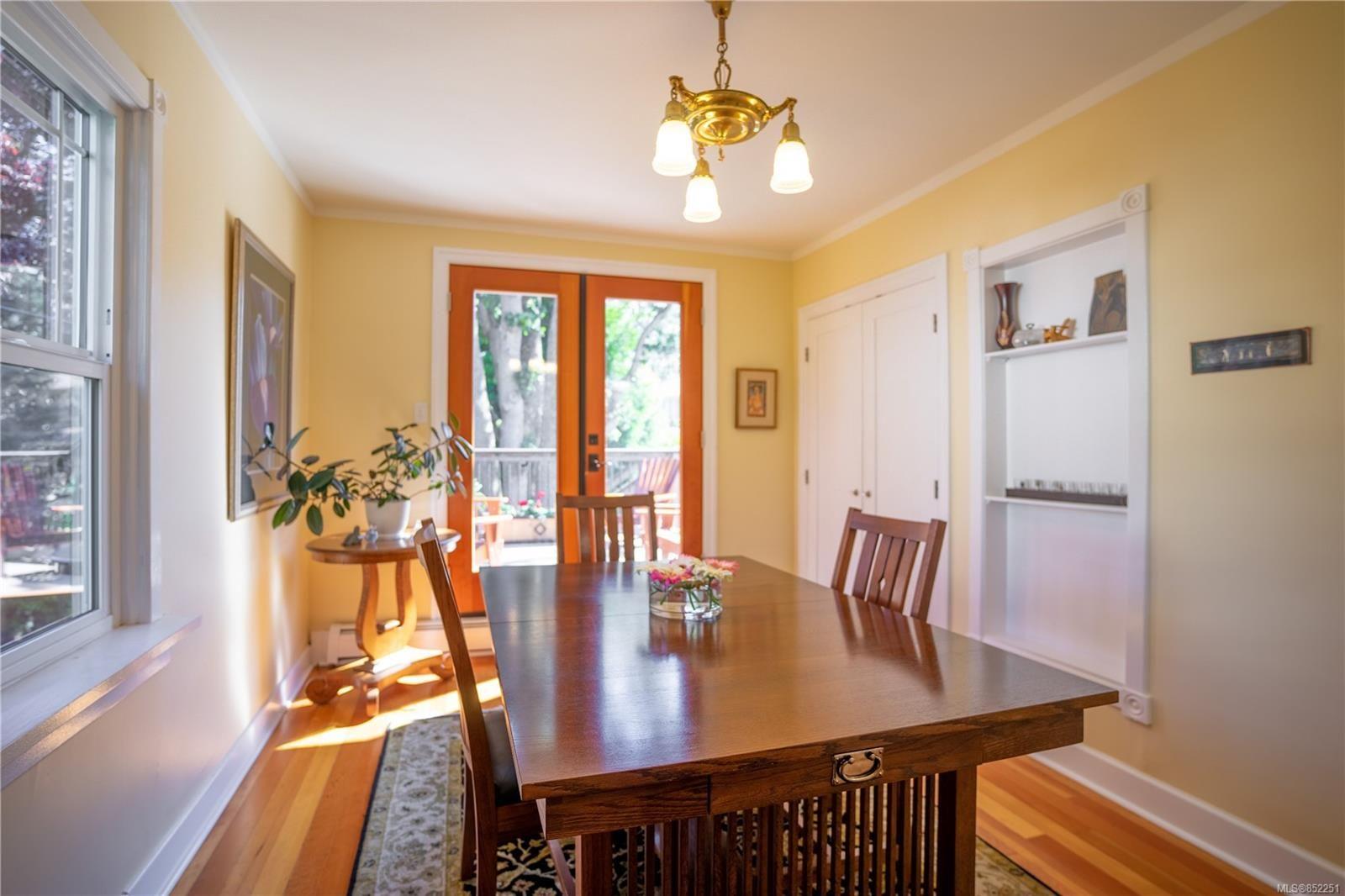 Photo 7: Photos: 2363 Pacific Ave in : OB Estevan House for sale (Oak Bay)  : MLS®# 852251