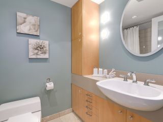 """Photo 19: 2411 W 1ST Avenue in Vancouver: Kitsilano Townhouse for sale in """"Bayside Manor"""" (Vancouver West)  : MLS®# R2191405"""