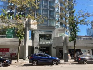 """Photo 1: 1409 1212 HOWE Street in Vancouver: Downtown VW Condo for sale in """"1212 HOWE"""" (Vancouver West)  : MLS®# R2604927"""