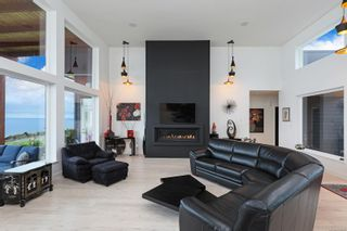 Photo 6: 4 1310 Wilkinson Rd in : CV Comox Peninsula House for sale (Comox Valley)  : MLS®# 860262