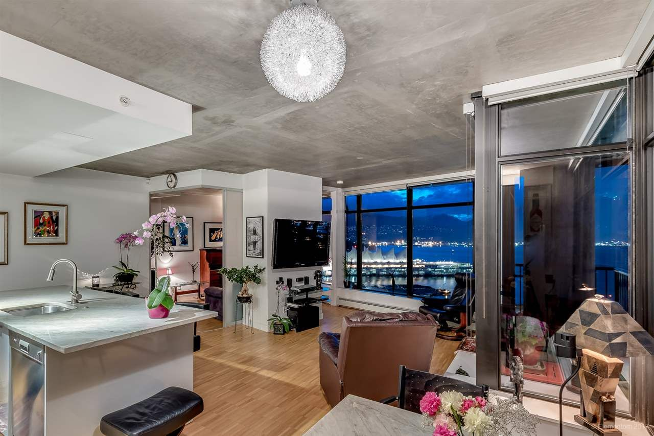 """Photo 3: Photos: 2503 128 W CORDOVA Street in Vancouver: Downtown VW Condo for sale in """"WOODWARDS W43"""" (Vancouver West)  : MLS®# R2199379"""