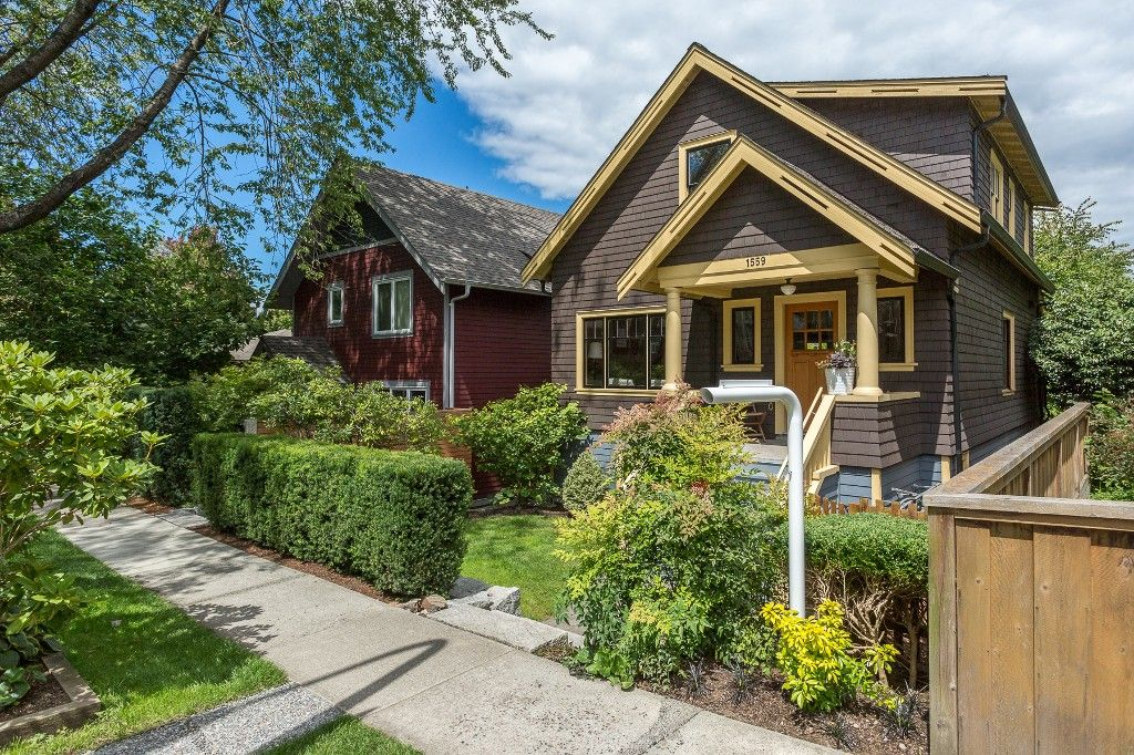 """Main Photo: 1559 E 20TH Avenue in Vancouver: Knight House for sale in """"GIBSON CLOSE"""" (Vancouver East)  : MLS®# R2089733"""