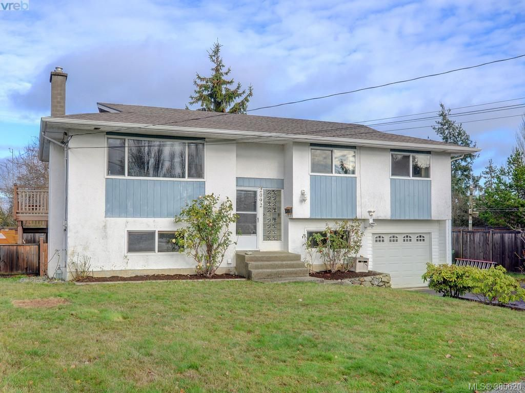 Main Photo: 2092 Airedale Pl in SIDNEY: Si Sidney North-West House for sale (Sidney)  : MLS®# 774876