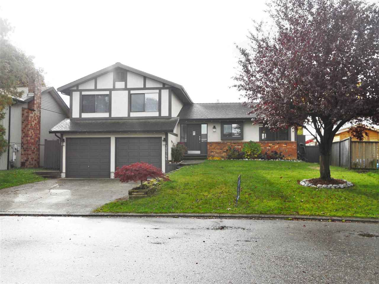 """Main Photo: 32744 NANAIMO Close in Abbotsford: Central Abbotsford House for sale in """"Parkside Estates"""" : MLS®# R2117656"""