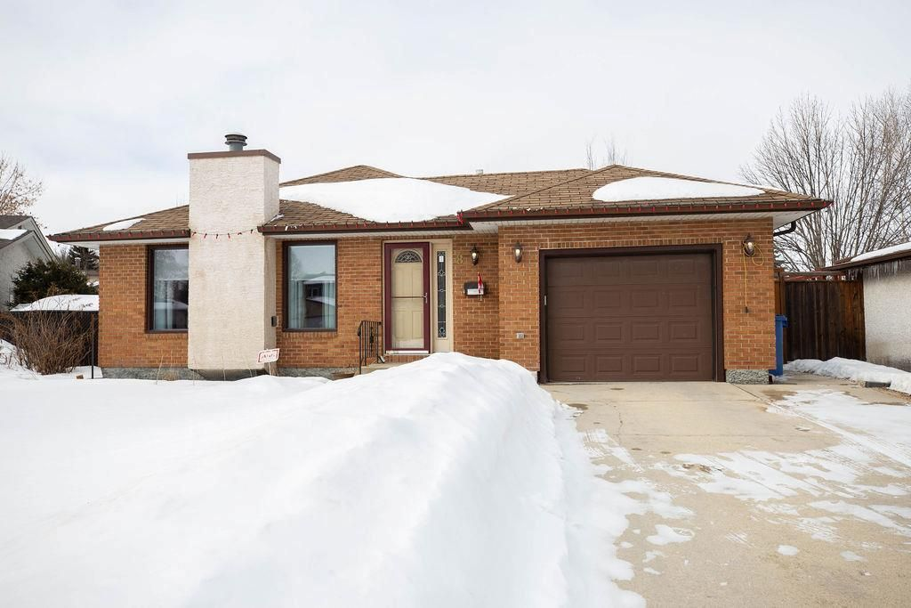 Main Photo: 8 Charles Hawkins Bay in Winnipeg: North Kildonan Residential for sale (3G)  : MLS®# 202005872