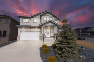 Photo 1: 3 Lake Bend Road in Winnipeg: Bridgwater Lakes Residential for sale (1R)  : MLS®# 202104330