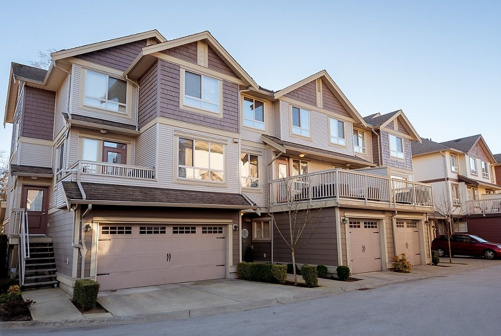 """Main Photo: 25 19560 68 Avenue in Surrey: Clayton Townhouse for sale in """"SOLANA"""" (Cloverdale)  : MLS®# R2136001"""