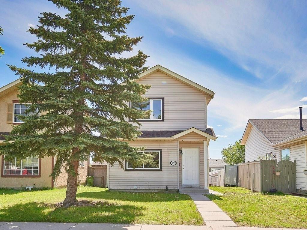 Main Photo: 328 FALTON Drive NE in Calgary: Falconridge Detached for sale : MLS®# C4301347