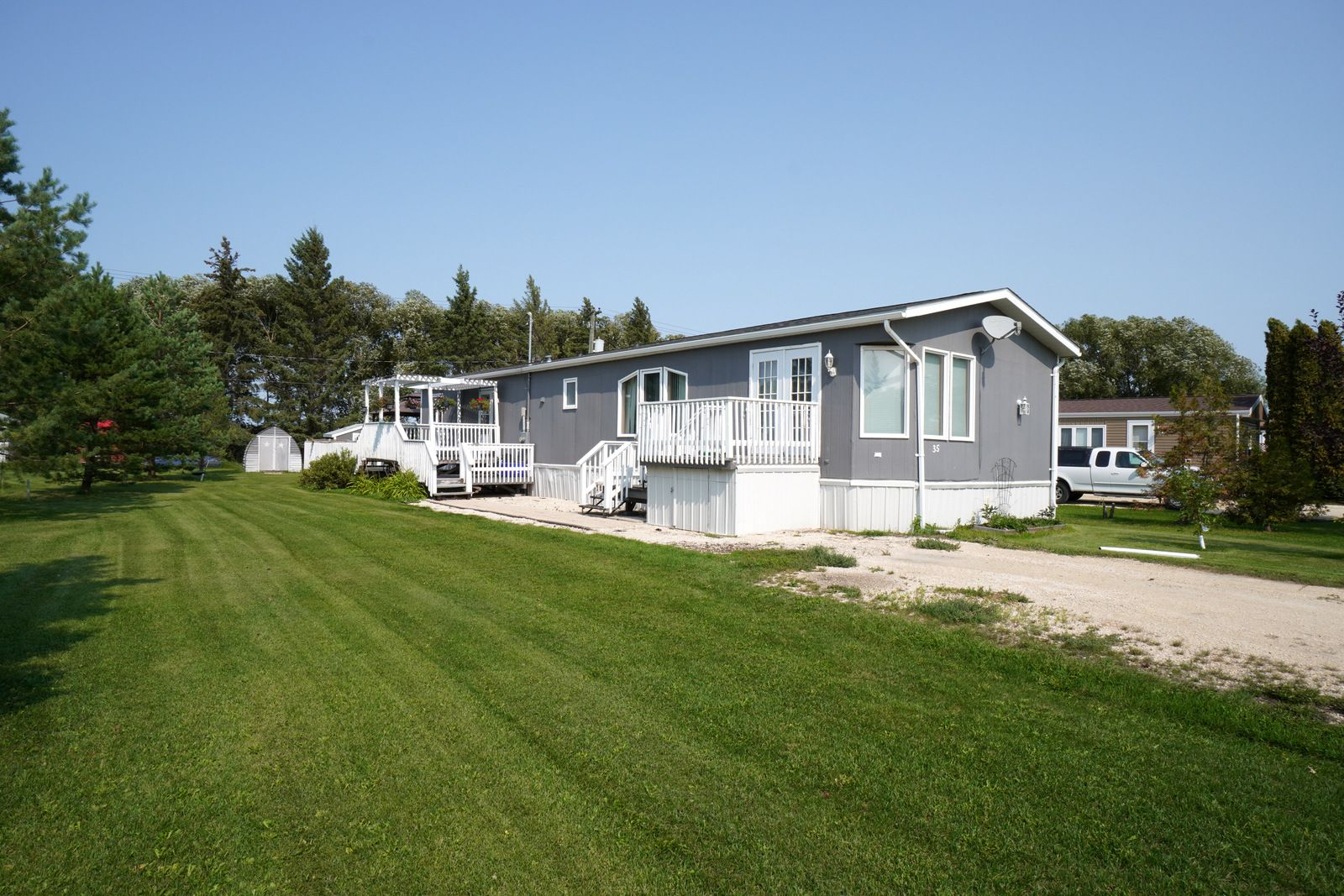 Main Photo: 35 North Drive in Portage la Prairie RM: House for sale : MLS®# 202121805