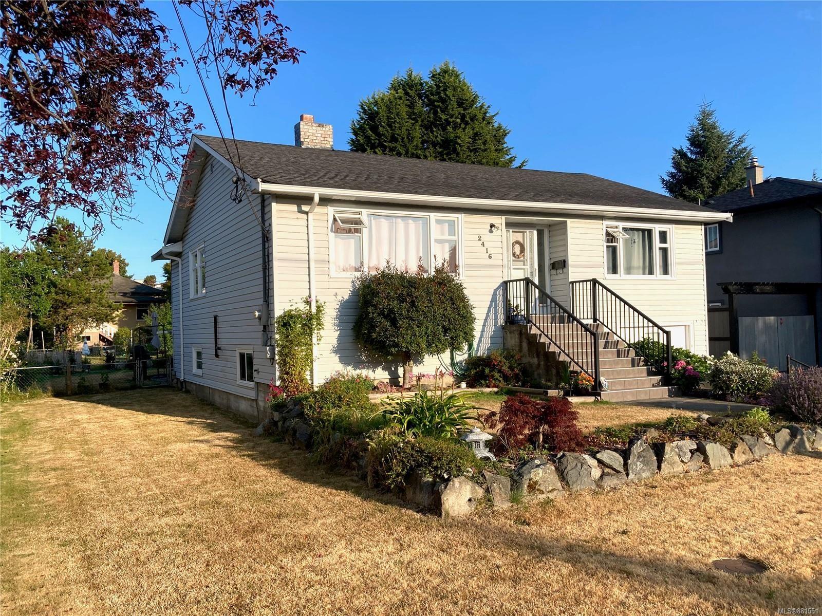 Main Photo: 2416 Mowat St in : OB Henderson House for sale (Oak Bay)  : MLS®# 881551