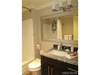 Photo 13: 111 1560 Hillside Ave in VICTORIA: Vi Oaklands Condo for sale (Victoria)  : MLS®# 682375