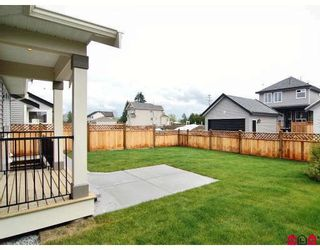"""Photo 9: 21186 83A Avenue in Langley: Willoughby Heights House for sale in """"YORKSON"""" : MLS®# F2805996"""