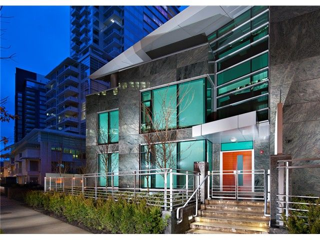 """Main Photo: 1123 W CORDOVA Street in Vancouver: Coal Harbour Townhouse for sale in """"HARBOUR GREEN III"""" (Vancouver West)  : MLS®# V1013468"""