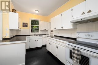 Photo 13: 2115 Chambers St in Victoria: House for sale : MLS®# 886401