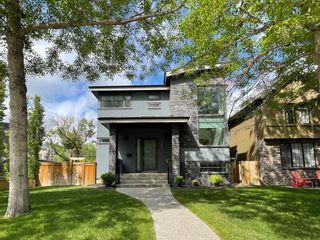 Main Photo: 139 35 Street NW in Calgary: Parkdale Detached for sale : MLS®# A1142438