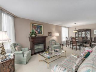 """Photo 5: 301 2189 W 42ND Avenue in Vancouver: Kerrisdale Condo for sale in """"GOVERNOR POINT"""" (Vancouver West)  : MLS®# R2098848"""