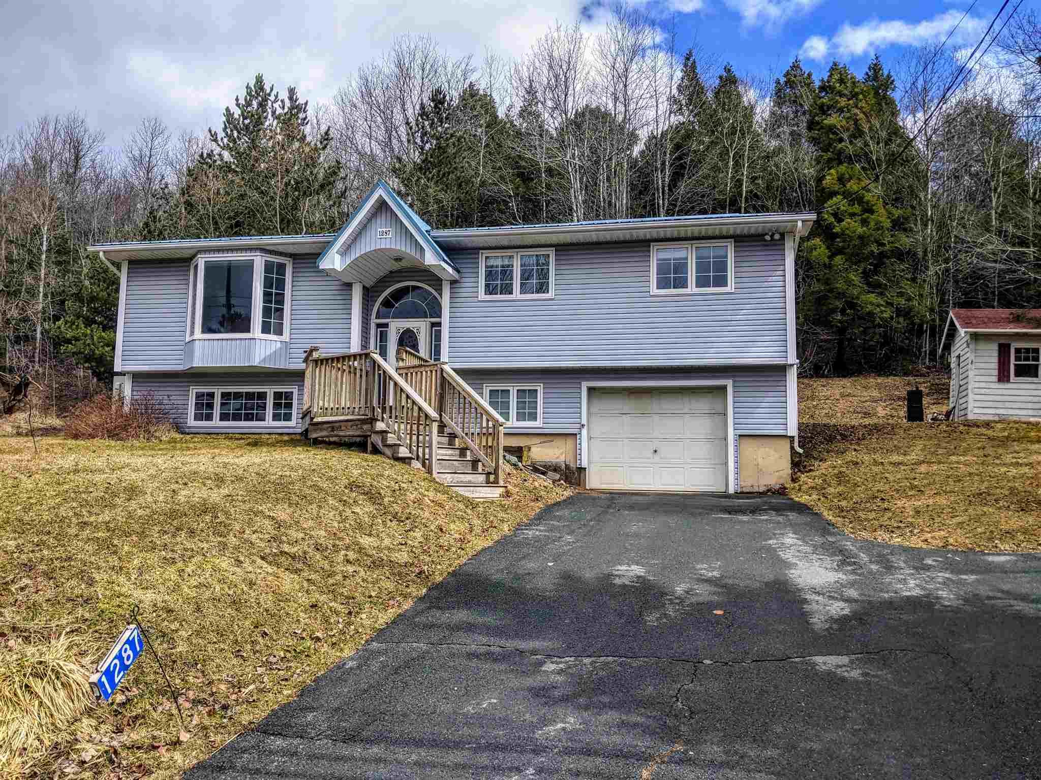 Main Photo: 1287 Beaver Bank Road in Beaver Bank: 26-Beaverbank, Upper Sackville Residential for sale (Halifax-Dartmouth)  : MLS®# 202106431