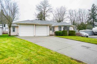 Photo 1: 20052 49A Avenue in Langley: Langley City House for sale : MLS®# R2536191
