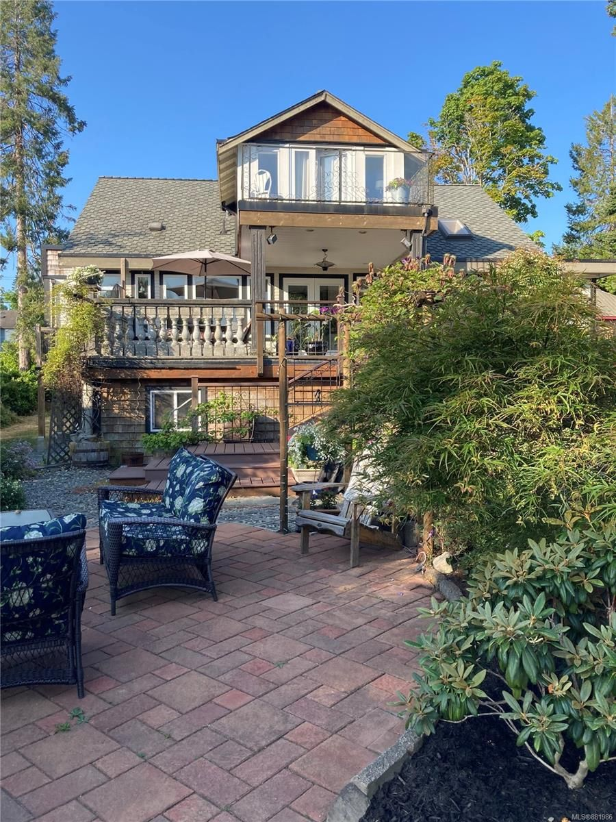 Main Photo: 3938 Island Hwy in : CV Courtenay South House for sale (Comox Valley)  : MLS®# 881986