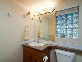 """Photo 10: # 202 212 LONSDALE AV in North Vancouver: Lower Lonsdale Condo for sale in """"Two One Two"""" : MLS®# V893037"""