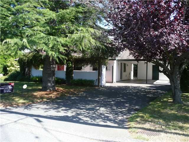 """Main Photo: 938 53A Street in Tsawwassen: Tsawwassen Central House for sale in """"TSAWWASSEN HEIGHTS"""" : MLS®# V849310"""
