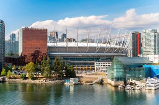 """Photo 37: 701 151 ATHLETES Way in Vancouver: False Creek Condo for sale in """"CANADA HOUSE ON THE WATER"""" (Vancouver West)  : MLS®# R2617164"""