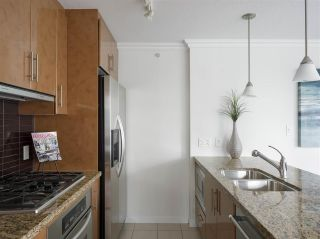 """Photo 8: 1006 1189 MELVILLE Street in Vancouver: Coal Harbour Condo for sale in """"The Melville"""" (Vancouver West)  : MLS®# R2519341"""