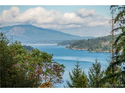 Main Photo: 7118 Willis Point Rd in VICTORIA: CS Willis Point House for sale (Central Saanich)  : MLS®# 686126