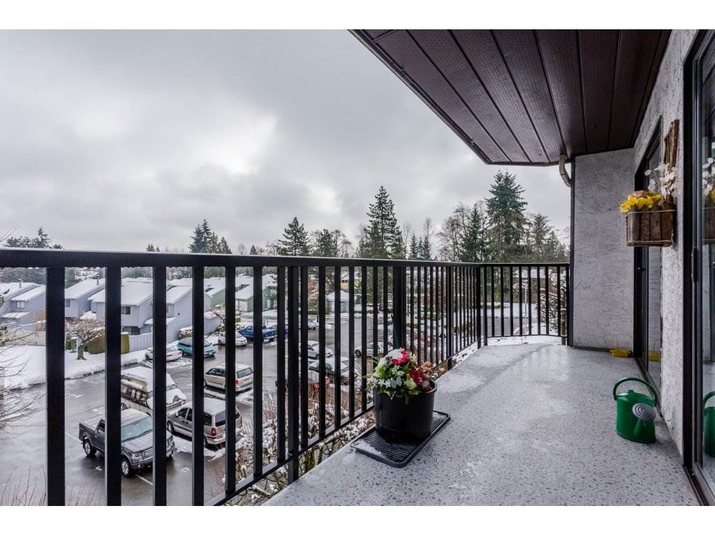 """Photo 18: Photos: 303 9952 149 Street in Surrey: Guildford Condo for sale in """"Tall Timbers"""" (North Surrey)  : MLS®# R2241309"""