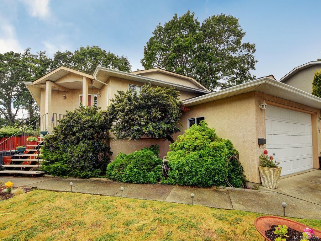 Main Photo: 728 Stancombe Pl in Esquimalt: Es Gorge Vale House for sale : MLS®# 842068
