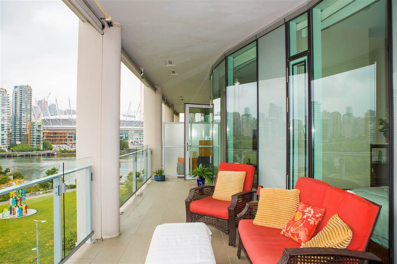 Photo 2: Photos: 606 1616 COLUMBIA STREET in Vancouver: False Creek Condo for sale (Vancouver West)  : MLS®# R2085306