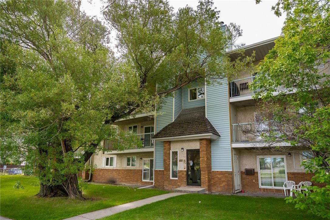 Main Photo: 1201 40 Dalhousie Drive in Winnipeg: House for sale : MLS®# 202115128