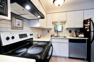 Photo 4: 7358 CAPISTRANO DRIVE in Burnaby: Montecito Townhouse for sale (Burnaby North)  : MLS®# R2024241