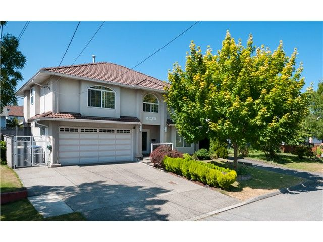 """Main Photo: 2041 EDINBURGH ST in New Westminster: Connaught Heights House for sale in """"CONNAUGHT HEIGHTS"""" : MLS®# V1019261"""
