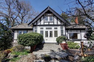 Main Photo: 1374 Richardson St in : Vi Rockland House for sale (Victoria)  : MLS®# 871329