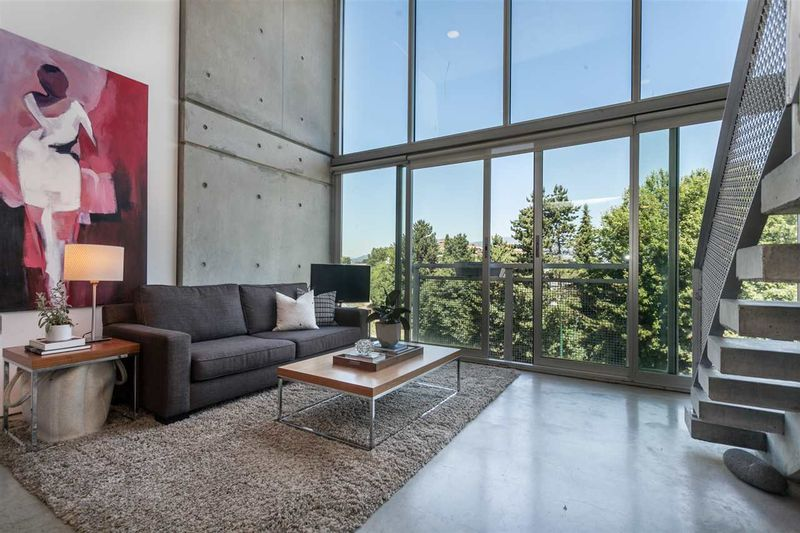 FEATURED LISTING: 512 - 1540 2ND Avenue West Vancouver