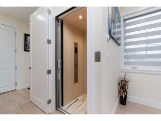 """Photo 10: 1105 JOHNSTON Road: White Rock House for sale in """"Hillside"""" (South Surrey White Rock)  : MLS®# R2577715"""