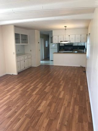"""Photo 3: 42 15875 20 Avenue in Surrey: King George Corridor Manufactured Home for sale in """"SEA RIDGE"""" (South Surrey White Rock)  : MLS®# R2300530"""