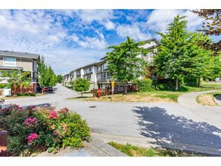 """Photo 2: 22 19505 68A Avenue in Surrey: Clayton Townhouse for sale in """"Clayton Rise"""" (Cloverdale)  : MLS®# R2484937"""