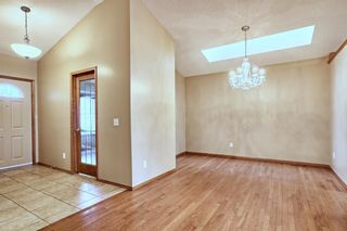 Photo 2: 83 Edgepark Villas NW in Calgary: Edgemont Row/Townhouse for sale : MLS®# A1130715