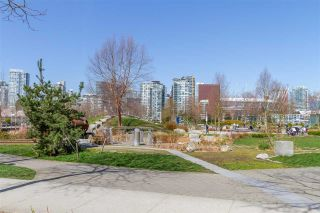"""Photo 32: 1008 1708 COLUMBIA Street in Vancouver: False Creek Condo for sale in """"Wall Centre- False Creek"""" (Vancouver West)  : MLS®# R2560917"""