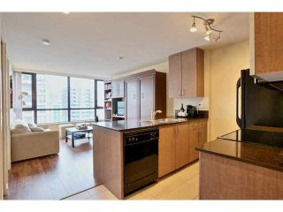 """Photo 1: 2504 977 MAINLAND Street in Vancouver: Yaletown Condo for sale in """"YALETOWN PARK III"""" (Vancouver West)  : MLS®# V1094535"""