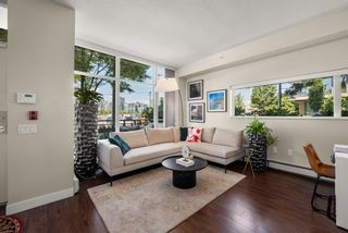 """Photo 3: 302 W 1ST Avenue in Vancouver: False Creek Townhouse for sale in """"FOUNDRY"""" (Vancouver West)  : MLS®# R2625350"""