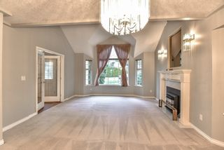 """Photo 4: 18608 54 Avenue in Surrey: Cloverdale BC House for sale in """"Hunter Park"""" (Cloverdale)  : MLS®# R2328528"""